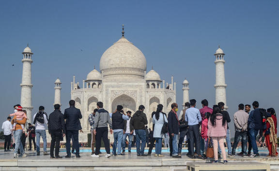 Tourists visit the Taj Mahal in Agra on December 19, 2020, as India surged past 10 million Covid-19 coronavirus cases. (Photo by Pawan SHARMA / AFP)