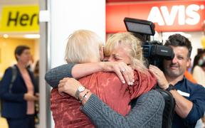 A passenger on the first quarantine-free flight into Auckland embraces with a loved one