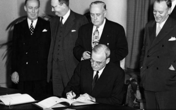 US officials signing the ANZUS treaty