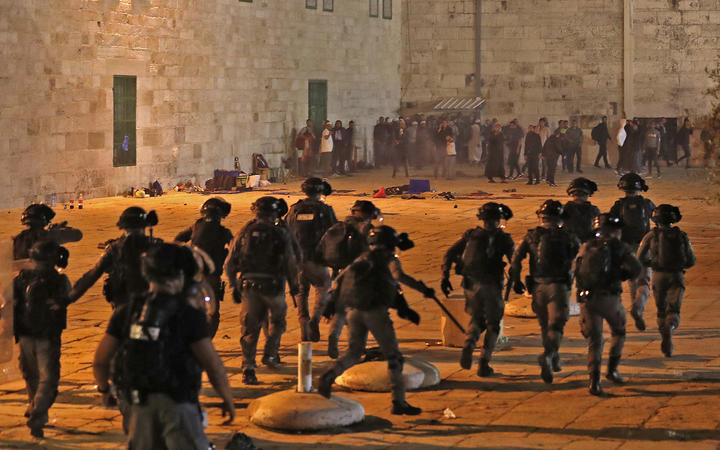 Al-Aqsa mosque: Dozens hurt in Jerusalem clashes   Digitpatrox