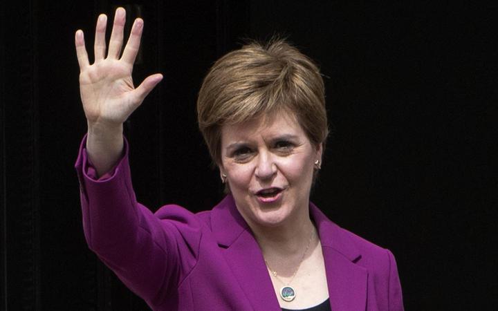 London, Edinburgh downplay risk of court battle over Scotland independence vote