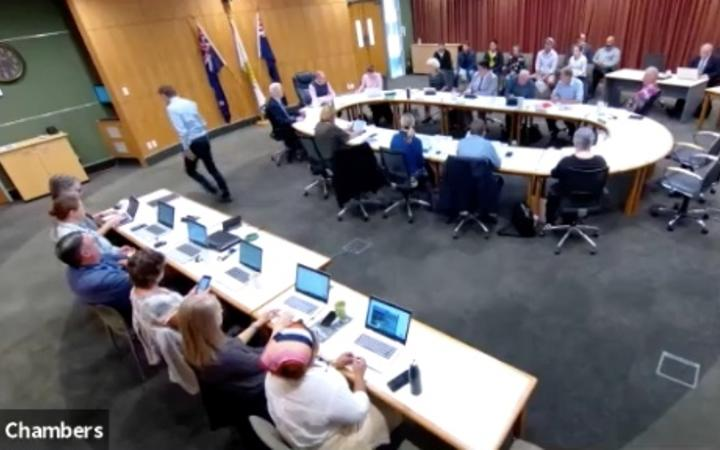 District councillor leaves meeting in protest over opening karakia