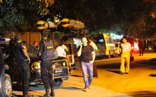 A firefight between troops and IS-linked gunmen at a cafe in the Bangladeshi capital has ended.
