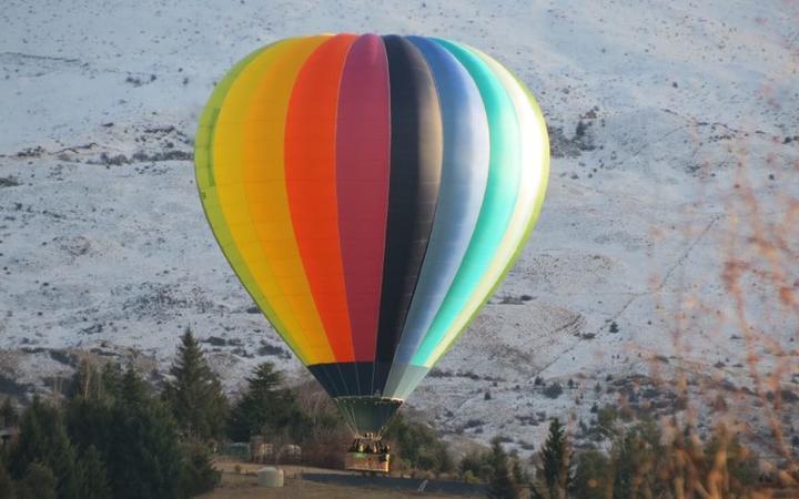 A hot air balloon crash landed on farmland near Morven Ferry Road, Queenstown.
