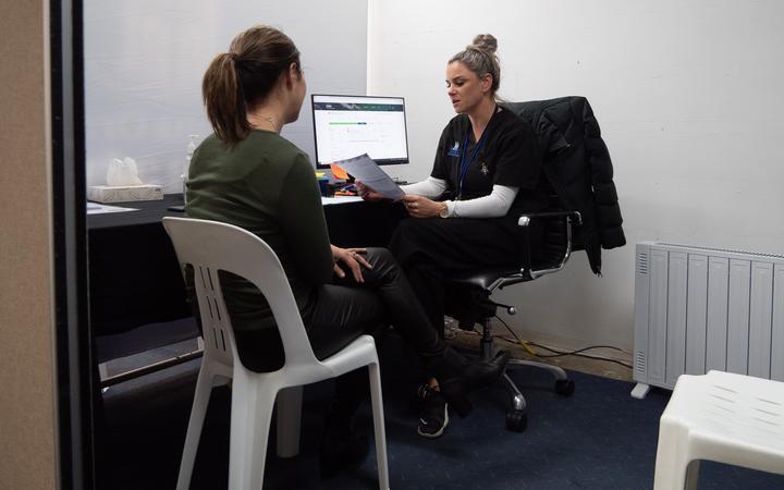 Kelly Gavin from Te Puna Ora o Mataatua running a Covid-19 vaccination clinic