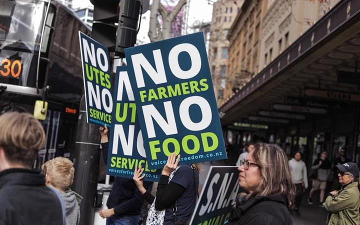 Farmers protest Queen St, Auckland