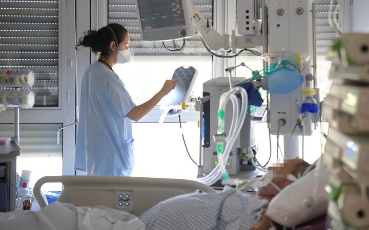 A medical staff takes care of a non-Covid-19 patient in the intensive care unit of the Emile Muller hospital in Mulhouse, eastern France, on July 23, 2021. (Photo by SEBASTIEN BOZON / AFP)