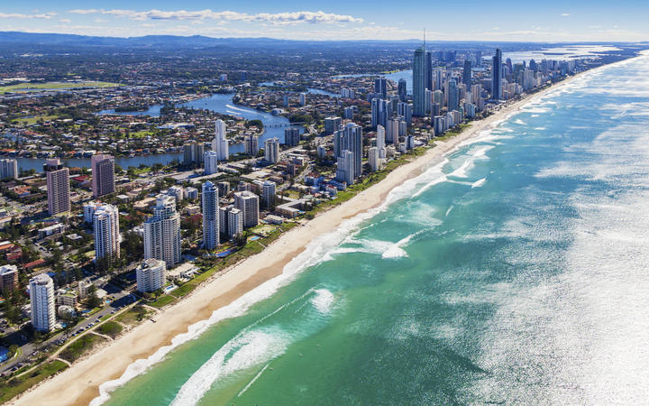 Travellers from Queensland warned after snap lockdown