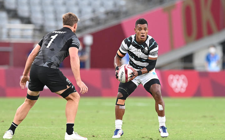 Napolioni Bolaca challenges the New Zealand defence during the Olympic Games Tokyo 2020, Rugby Sevens Men's Gold Medal Match.