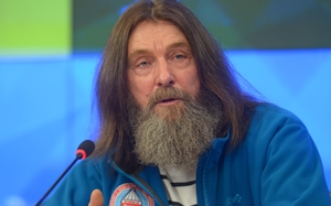Russian Fyodor Konyukhov has recorded the fastest circumnavigation of the planet in a hot-air balloon.