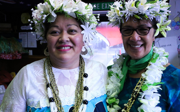 Head teacher at te Punanga o te Reo Kuki Airani Bridget Kauraka (left) and the Cook Islands High Commissioner to New Zeland, Teremoana Yala (right).