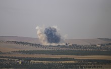 The photo taken from Karkamis district of the Turkey's Gaziantep province shows smoke rising as the Turkish fighter jets bomb Daesh targets in Jarabulus, Syria on August 24, 2016.