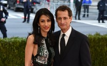 Huma Abedin and Anthony Weiner at an event at New Yorks Metropolitan Museum of Art in May.