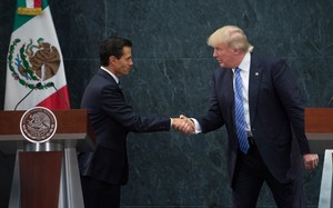 US Republican Presidential candidate Donald Trump, right, meets with Mexican President Enrique Pena Nieto.