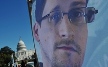Edward Snowden calls on Barack Obama for a pardon.