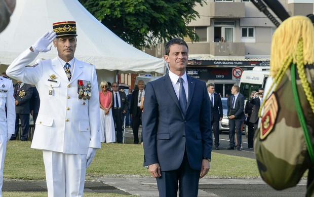 French Commander of the French Armed Forces in New Caledonia, Major General Philippe Leonard, (L) and French Prime Minister Manuel Valls salute at the place Bir-Hakeim in Noumea during a wreath lane ceremony at the wall memorial on April 29, 2016.