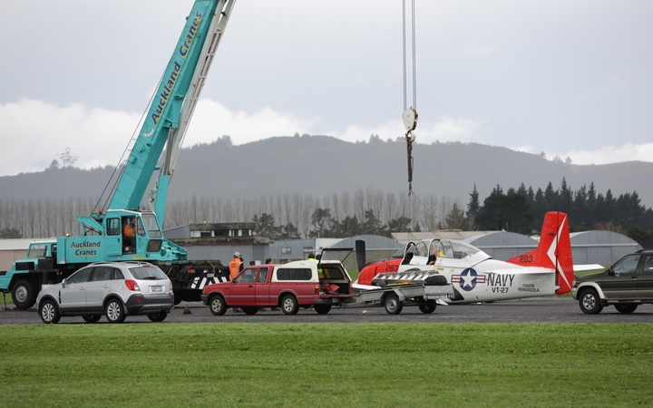 A vintage warplane has successfully made an emergency landing at Auckland's Ardmore Airport.