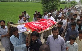 Pakistani relatives and residents carry the coffin of social media celebrity, Qandeel Baloch during her funeral in Shah Sadar Din village,