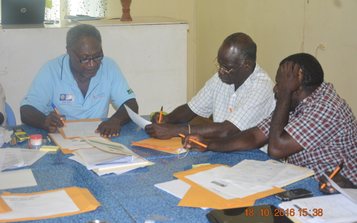 Bougainville Returning Officers undergoing training
