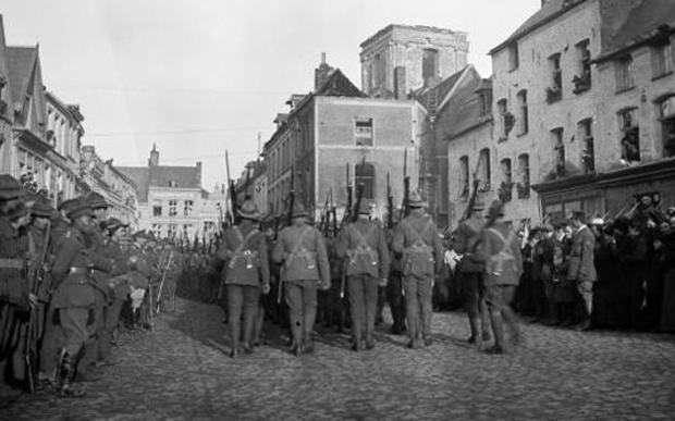 New Zealand troops marching through Le Quesnoy on 10 November 1918.