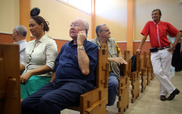 Gaston Flosse makes phone call during 2014 OPT appeal court trial in Tahiti