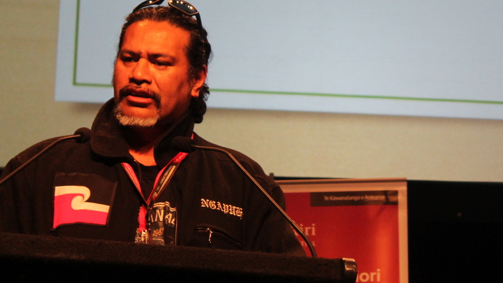 Rueben Taipari is an advocate of Whare Uku and has lived in one for ten years.
