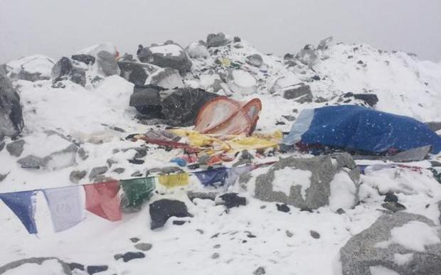 An image posted on Twitter claims to show tents at Everest's Base Camp covered with snow after the earthquake.