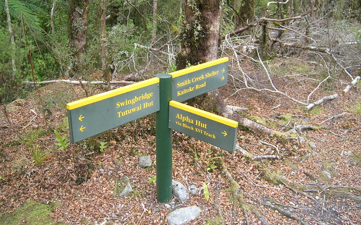 A DOC signs points towards Alpha Hut in Tararua Forest Park