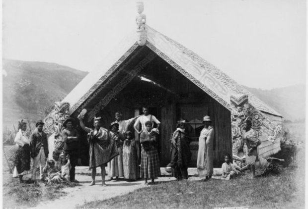 An unidentified Maori group in front of the Hinemihi meeting house in the 1880s.