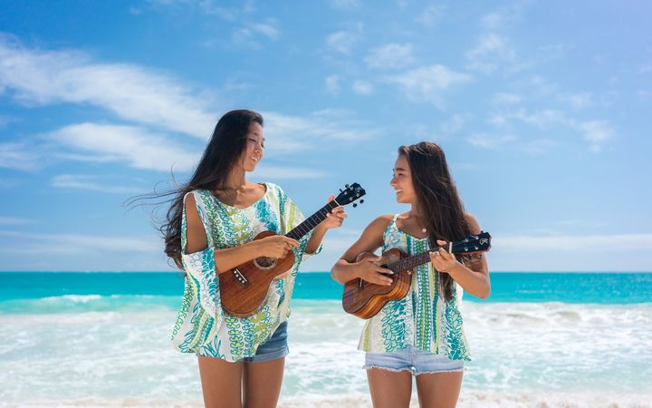 Honoka and Azita, Ukulele superstars