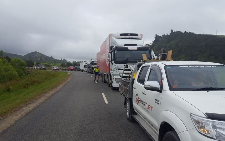 Cars and trucks line up as drivers wait for the all clear to go through the inland route to Kaikoura.