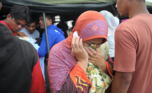 A woman grieves for her relative who died after an earthquake in Pidie Jaya, Aceh province on 7 December, 2016.