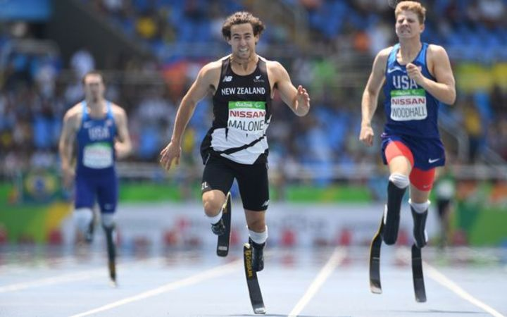 Liam Malone winning gold at the 2016 Paralympics