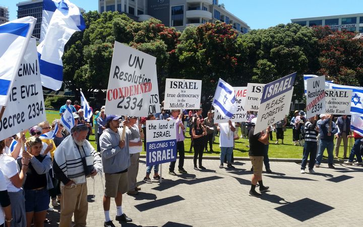 Pro-Israeli protesters outside Parliament
