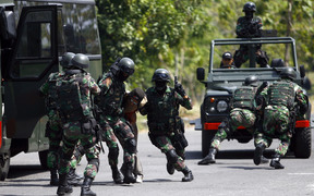Indonesia Army Special Forces soldiers (Kopassus) perform a quick attack during a simulated hostage bus hijacking drill in their headquarters complex in Kandang Menjangan, Sukoharjo, Central Java, Indonesia, on Monday, September 16, 2013.