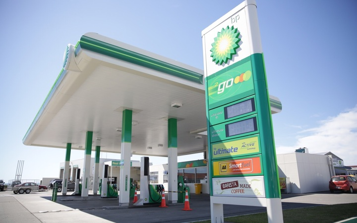 Petrol companies should show all fuel prices - AA   RNZ News