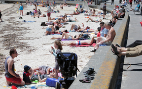 060114. Photo Diego Opatowski / RNZ. Nice weather in Wellington. People relaxing on Oriental Bay.