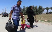 Residents from the city of Ramadi flee their homes as Islamic State tightened its siege on the city