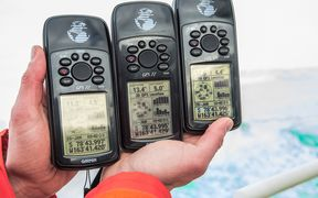 At the most southerly navigation, three GPS receivers verify the position of the ship's bow.