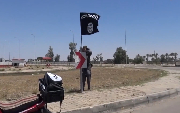 An image grab taken from a video uploaded on 18 May 2015 purportedly shows an IS flag in Ramadi.