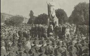 The 1917 unveiling of the Scott statue