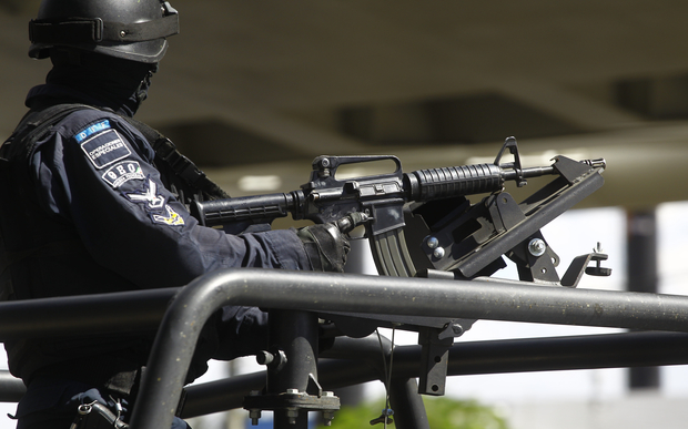A member of Mexico's federal police special forces guards a national security meeting in Guadalajara, Jalisco (5 May 2015).