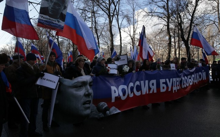 The anniversary of the death of Russian opposition politician Boris Nemtsov is honoured by demonstrators who marched through central Moscow.