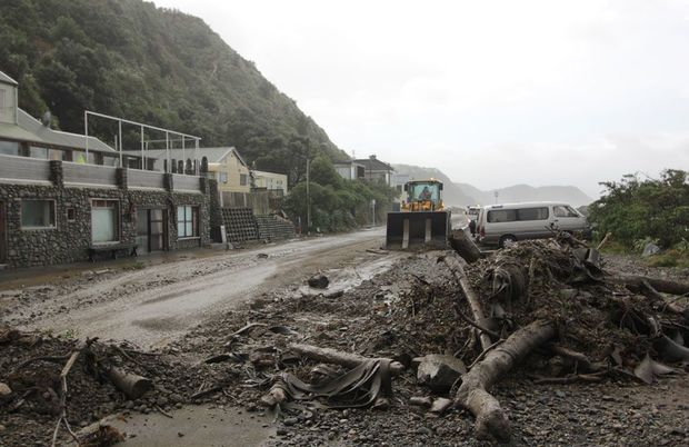 Crews cleaned up road damage on Wellington's southern coast.