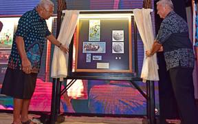 Fiji's Prime Minister Frank Bainimarama unveils the new Commemorative rugby 7s Banknote and Coins with RBF Governor Barry Whiteside.