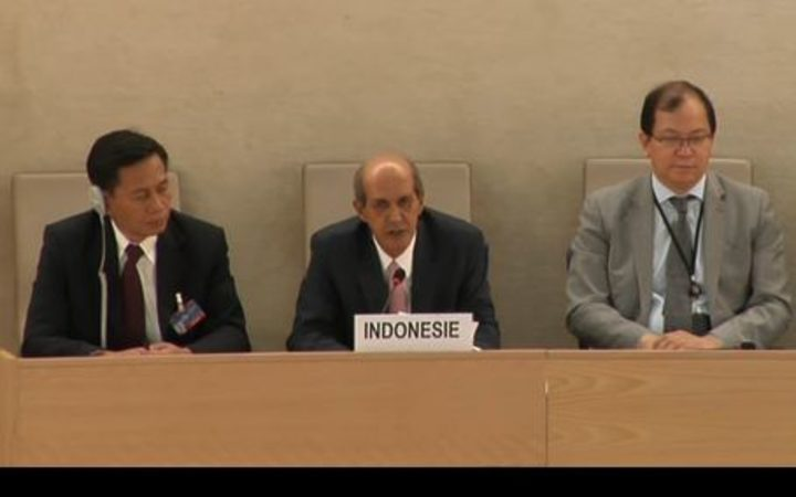 Indonesia's permanent representative in Geneva, Hasan Kleib (middle) responds to recommendations on human rights in the UN Universal Period Review, 2017.