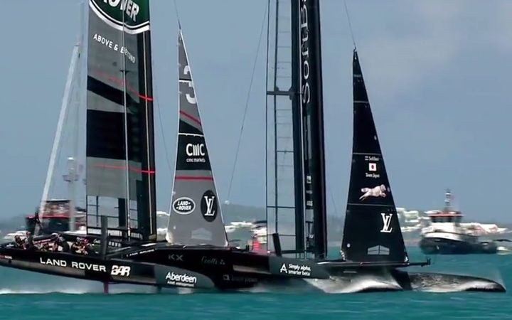 Tensions rise between Dean Barker and Ben Ainslie after America's Cup crash