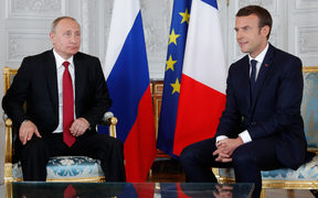 French President Emmanuel Macron (R) and Russian President Vladimir Putin (L) meet for talks at the Versailles Palace, near Paris, on May 29, 2017.