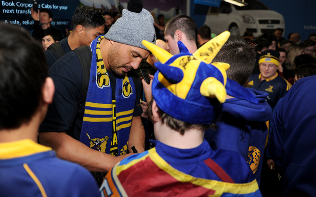 Ash Dixon signs autographs at Dunedin airport after the Highlanders' triumph