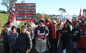 Hundreds of people turned out to protest the signing of a treaty settlement between the government and a collective of Hauraki iwi.